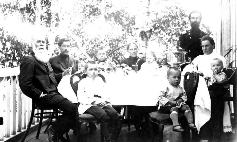 1907- БИЙСК-ЧАЕПИТИЕ У СУХАРЕВЫХ (Архив Сергея Сухарева)